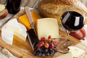 5 Best Cheese to Go with Wine Available at Supermarkets and Convenience Stores!